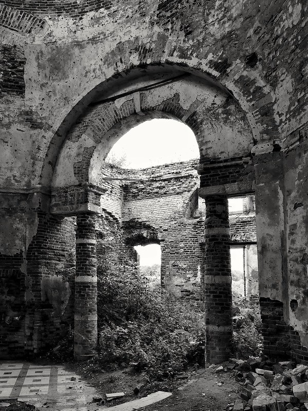 Abandoned church_