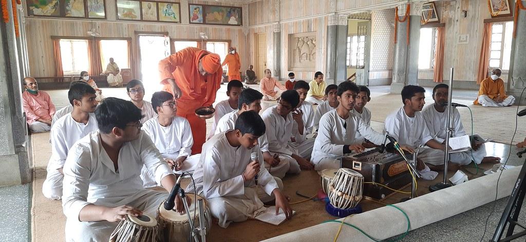 Thakur's Tithi Puja (130)