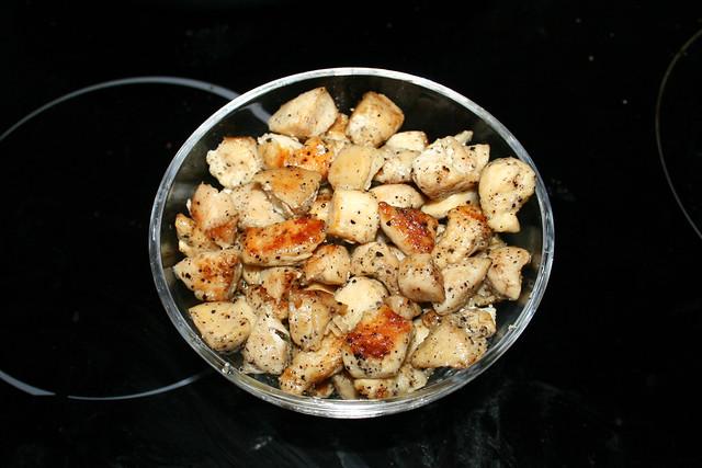06 - Put diced chicken aside / Hähnchenbrustwürfel bei Seite stellen