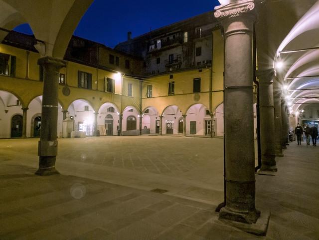 La piazza che dal 1500 ha sempre il medesimo utilizzo -The square that has always had the same use since 1500