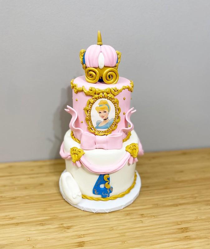 Cake by LoveLe Sweets