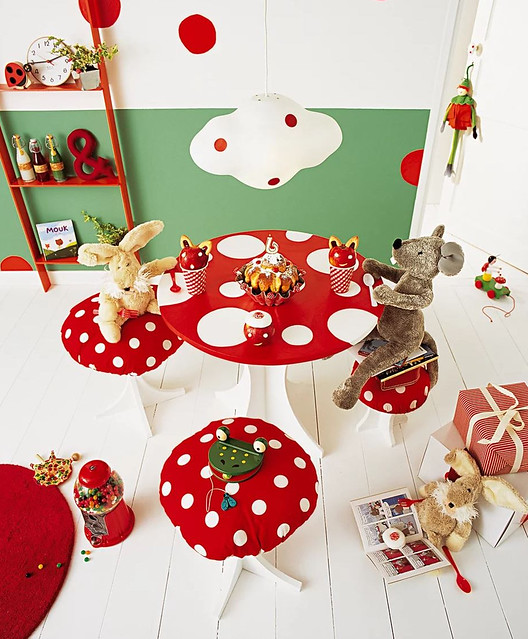 Toadstool Playtable & Stools