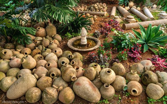 El patio de las ánforas - The courtyard of the amphoras
