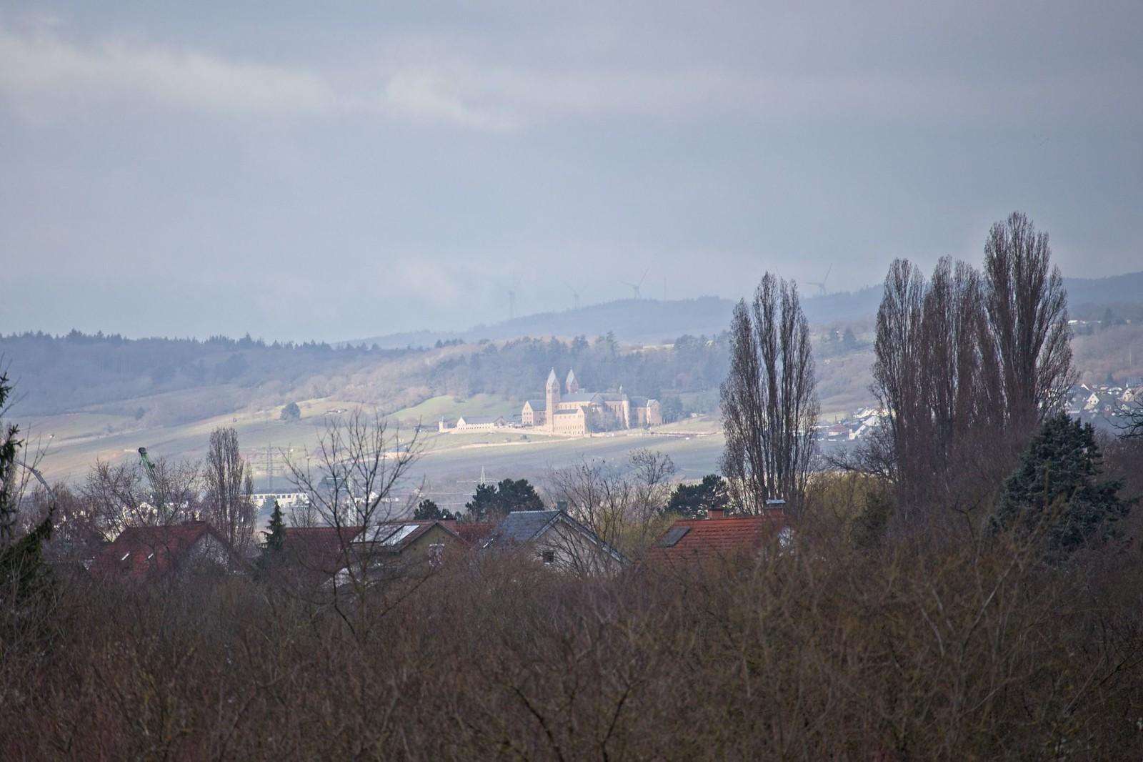 Blick über Frei-Weinheim zur Abtei St. Hildegard
