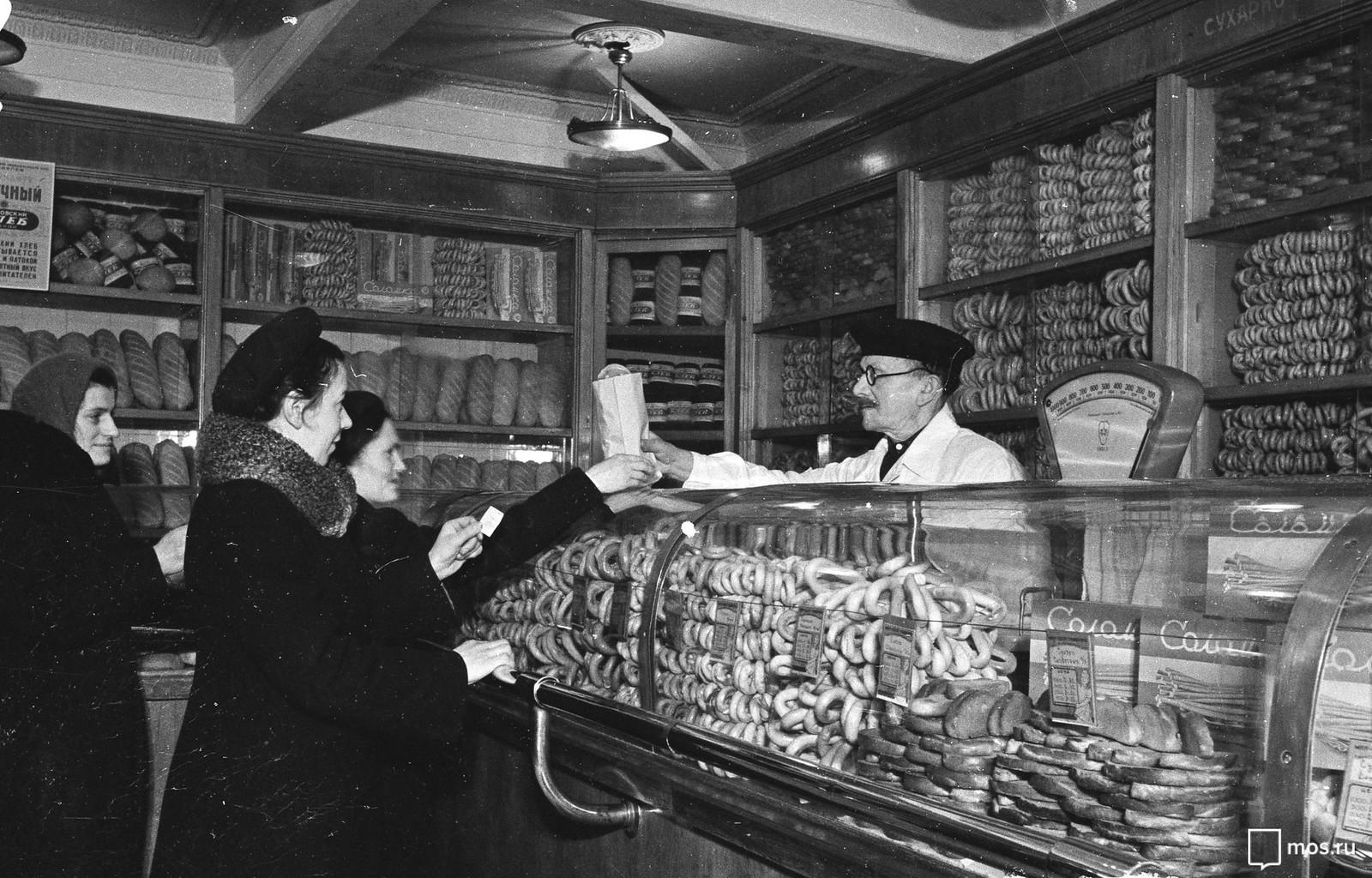 1951. Кондитерский отдел магазина № 19 1-го Московского государственного треста хлебопекарной промышленности