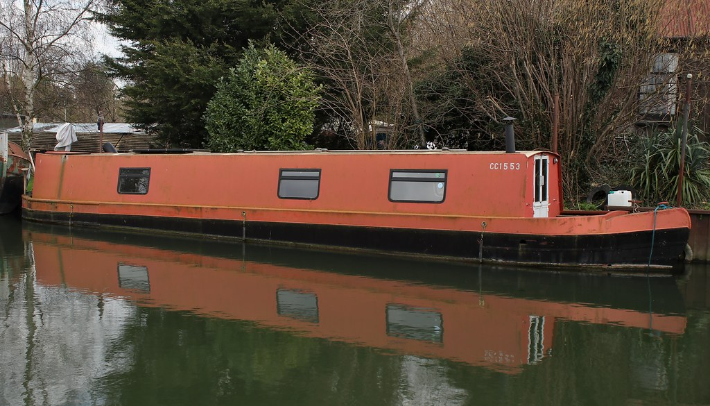 Narrow boat on the River Cam, Horningsea