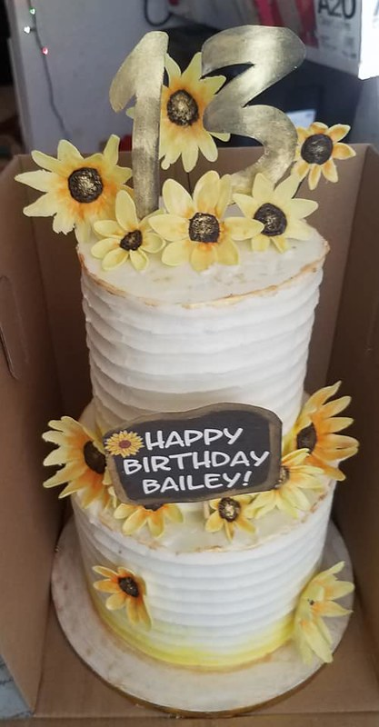 Cake by Macy Bakes