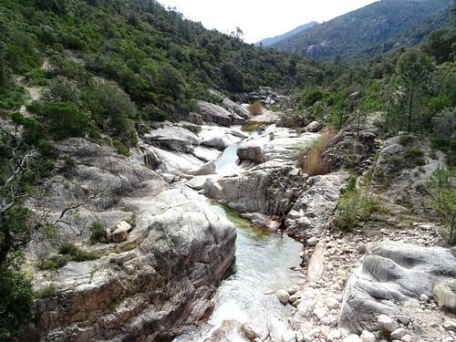 La vue du Cavu depuis le pont de Marionu