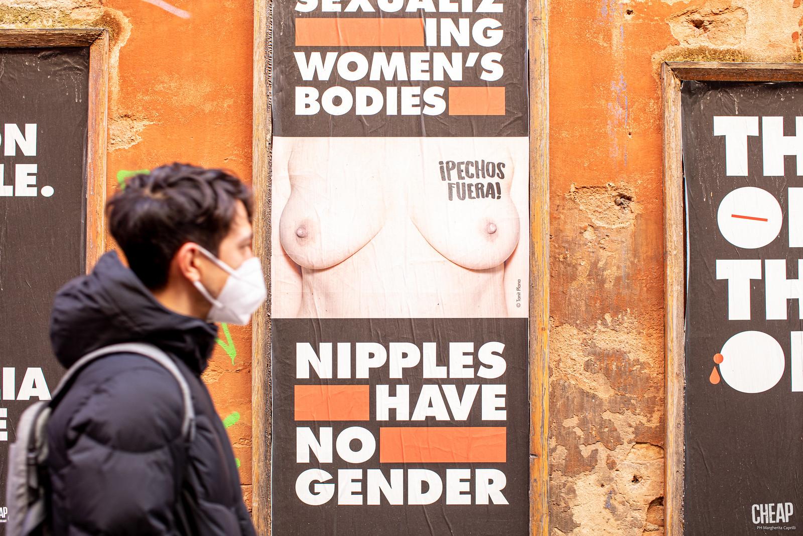 TETTE FUORI   un'affissione pubblica di CHEAP e School of Feminism