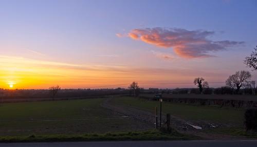 leicestershire landscape landschaft field farmland village footpath people sky cloud sun sunset sunshine evening rural trees sign signpost countryside on1 fujifilm fuji xt4