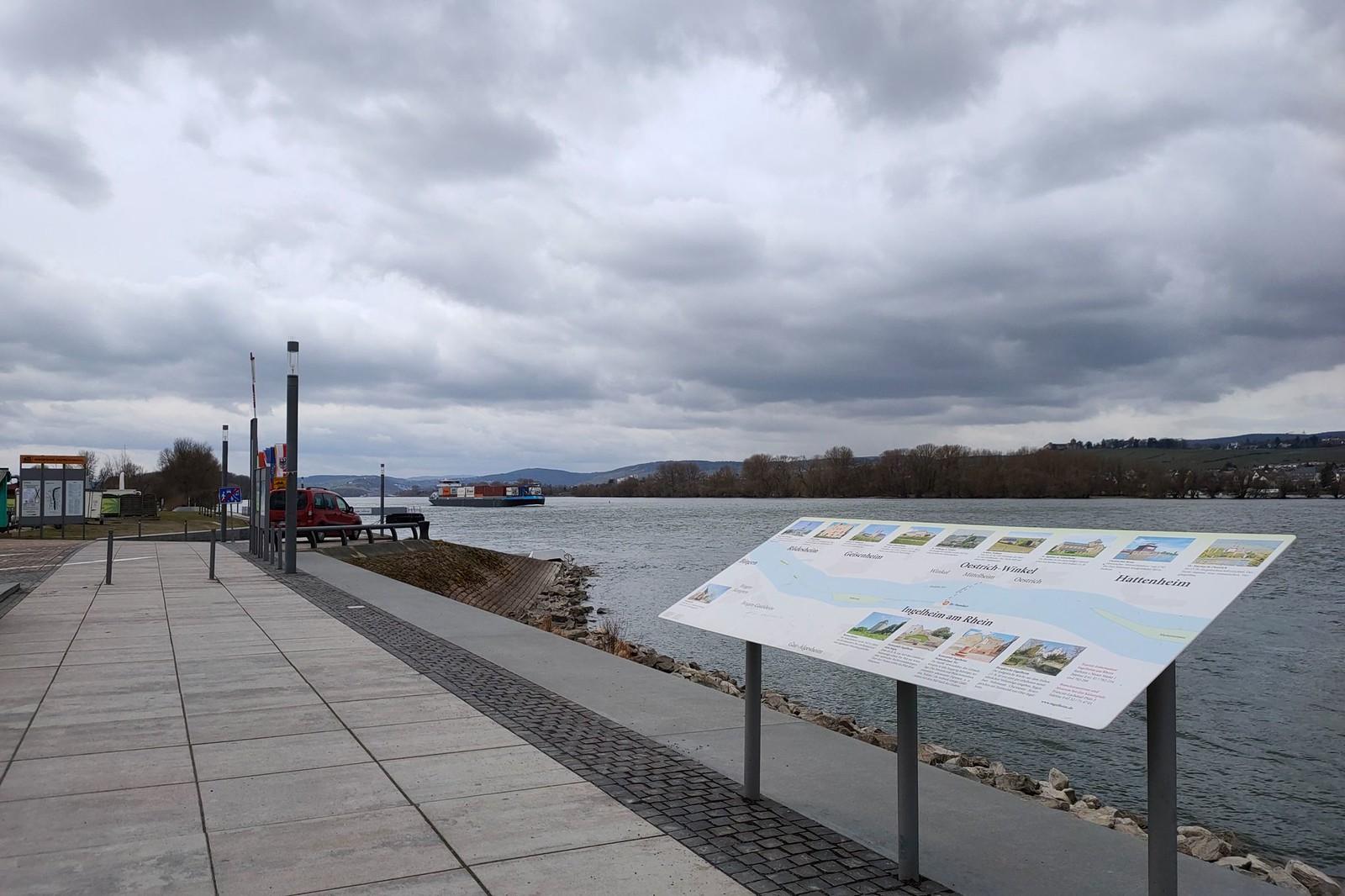 Mole am Ingelheimer Hafen