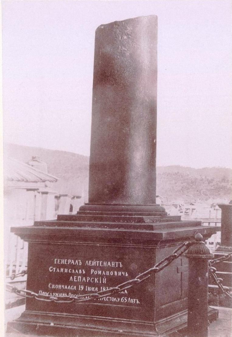 Памятник на могиле С.Р. Лепарского на кладбище Петровского завода