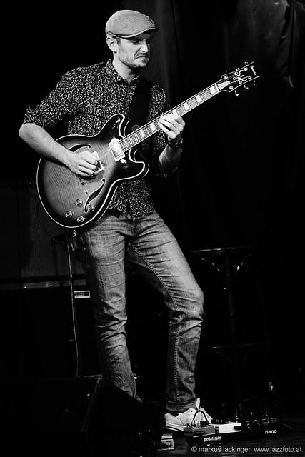 Sebastian Maurer: guitar