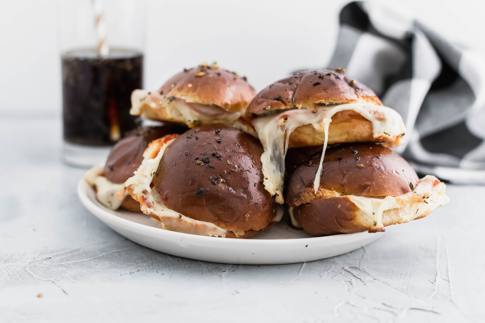 Need a simple dinner idea? These Easy Pepperoni Pizza Sliders are the perfect 30 minute meal or appetizer that the whole family will enjoy.
