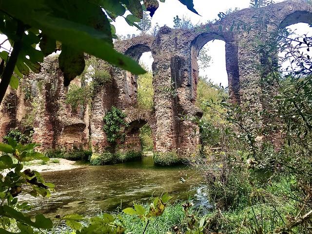 Roman aqueduct of Nikopolis. (In explore)