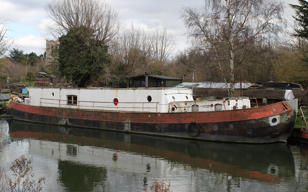Narrow boat moored on the River Cam