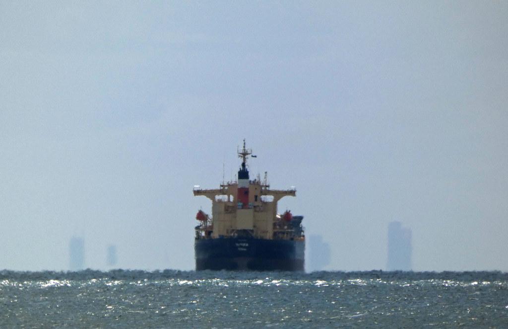 20210314_0282 ELANORA  (Self Discharging Bulk Carrier) approaching Melbourne