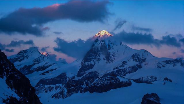 La magia del tramonto sui quattromila delle Alpi