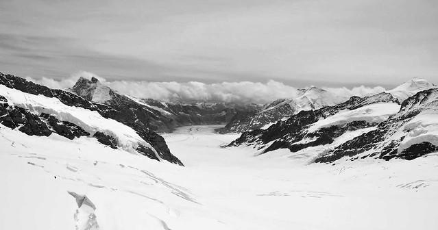 Le glacier d'ALETSCH (23 kms) ,le plus long fleuve de glace des Alpes et classé dans le patrimoine mondial de UNESCO  -  The glacier of ALETSCH (23 km), the longest river of ice of the Alps and classified in the world heritage of UNESCO