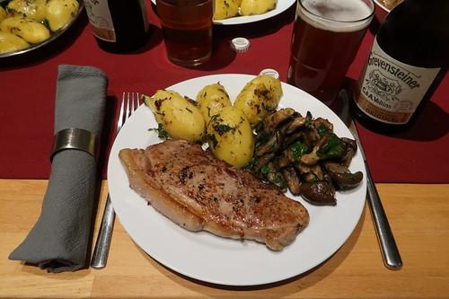 Hüftsteak mit angebratenen Kartoffeln und Kräuterseitlingen (mein Teller)