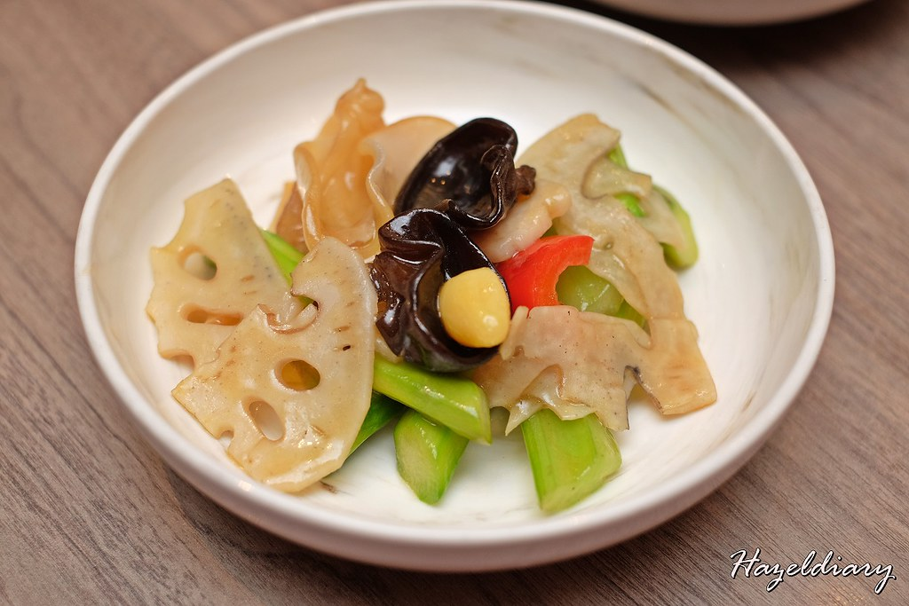 Si Chuan Dou Hua -Stir-fried Asparagus, Fungus and Lotus Root