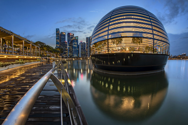A Floating ~ Sphere? Giant Lantern? Is an Apple Store Marina Bay Sands, (The Lantern on the Bay), Singapore