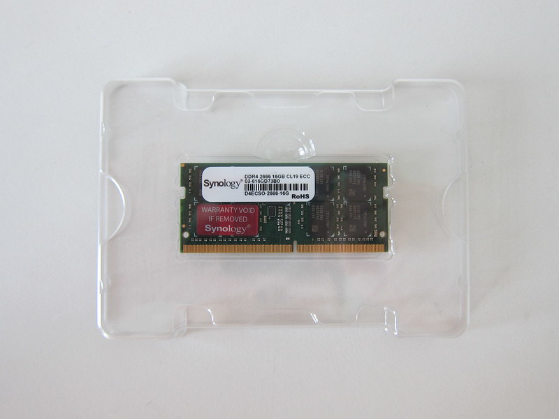 Synology D4ECSO-2666-16G - Box Contents