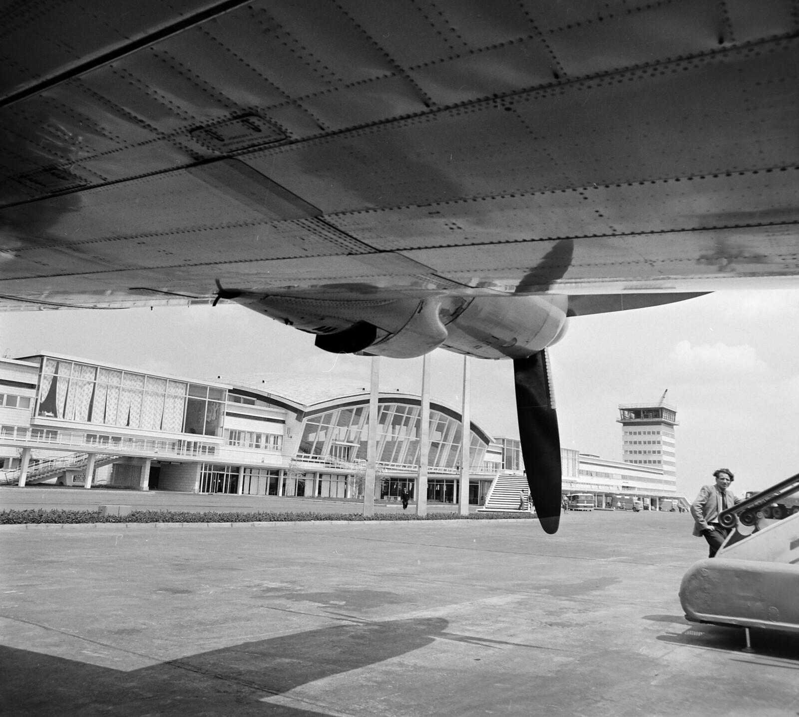02. Самолет Ил-18 в аэропорту Борисполь