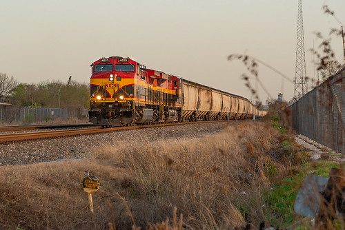kcs kansascitysouthern soybean grain train empties westbelt hbt up houston texas goldenhour belle