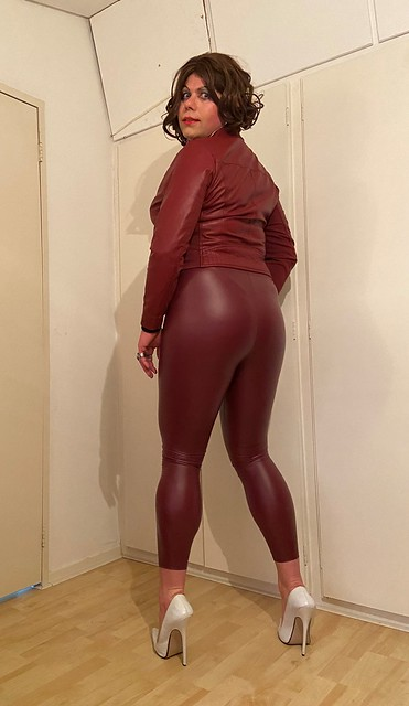 wetlook & leather & all in Bordeaux red