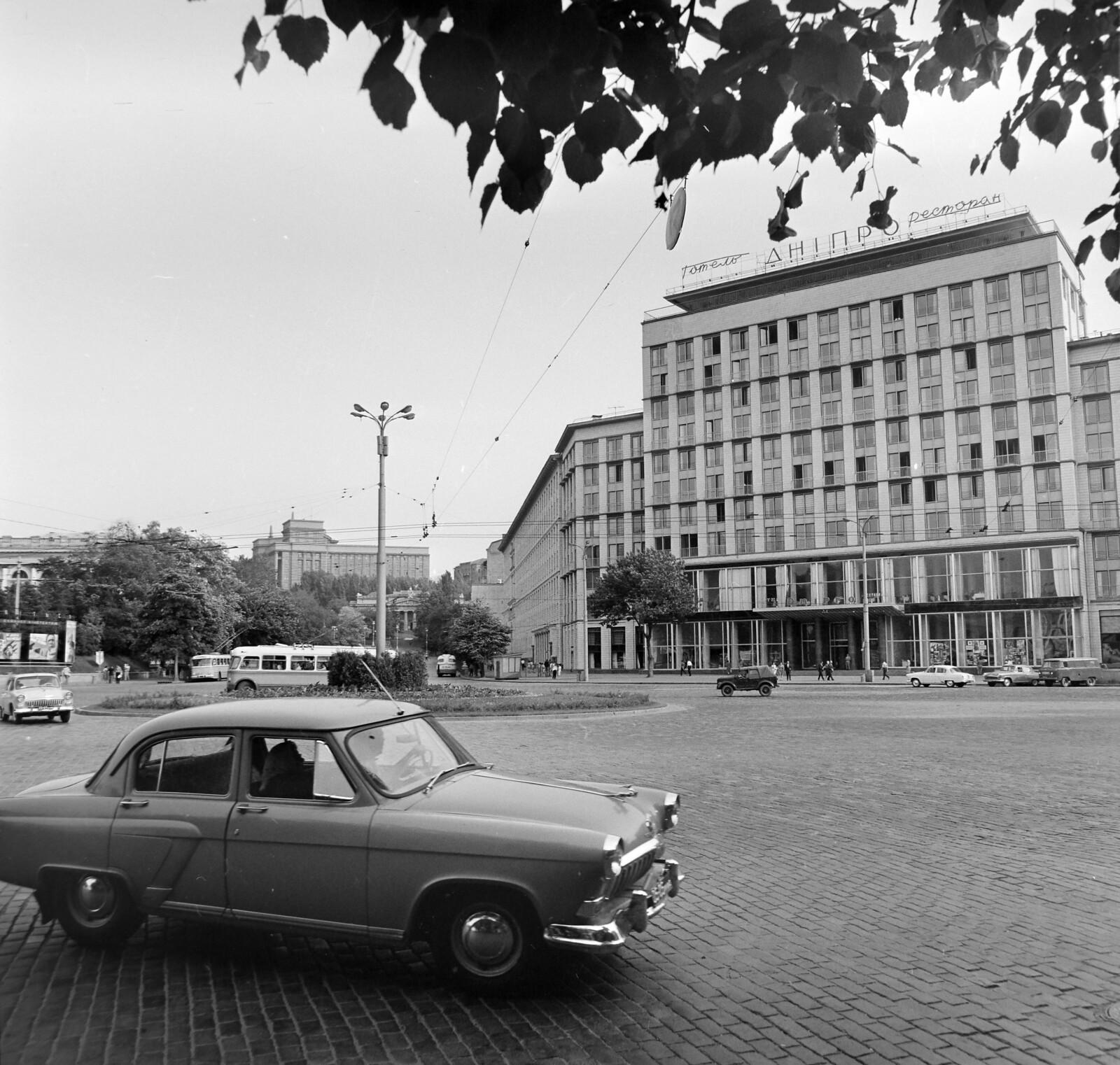 12. Площадь Ленинского комсомола