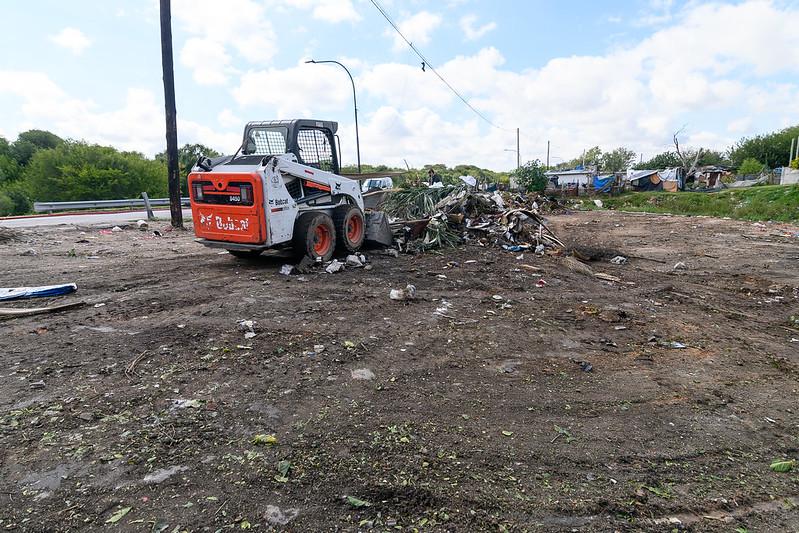 Retiran más de 65 toneladas de residuos en barrio Villa Urquiza (5)