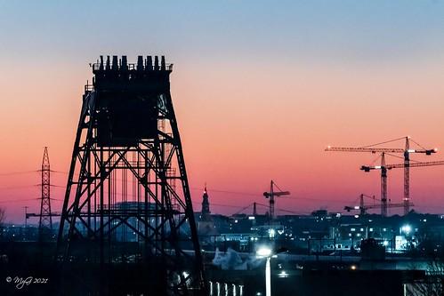 nederoverheembeek myg 2021 sky sun sunset shadows silhouette d500 nikon nikkorafsvr70300mmf4556g dof dephtoffield ciel city cityscape cranes grues bridge budabridge mygphotographiewixsitecommyg2017 industrial