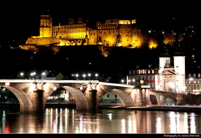 Heidelberger Schloss & Alte Brücke seen from across the Neckar river, Heidelberg, Germany