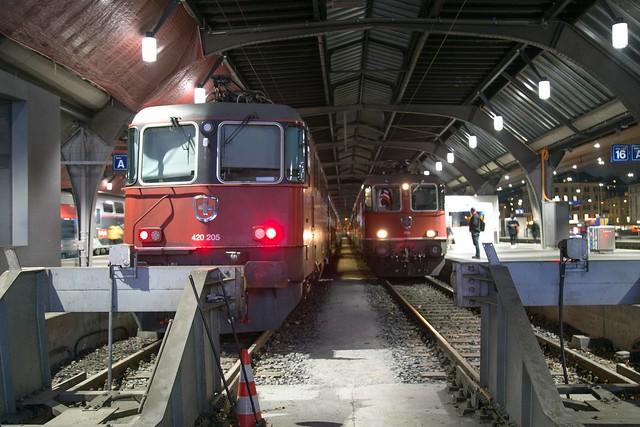 SBB Re 4/4 420 205 + 420 159 Zürich Hbf