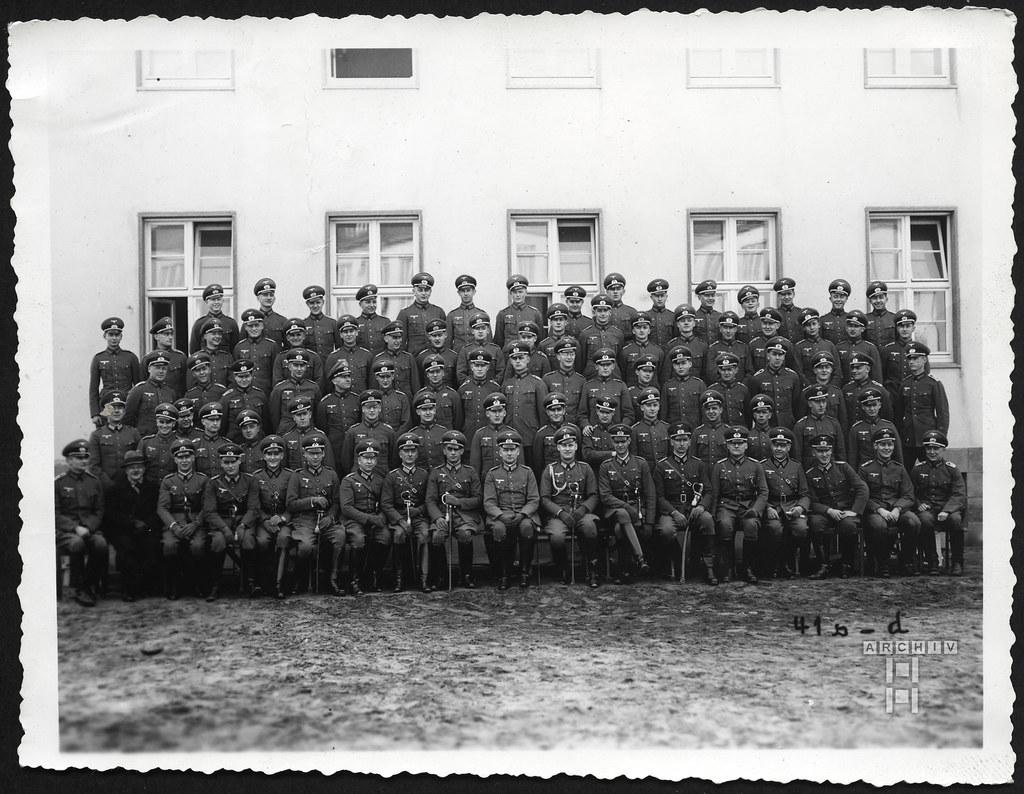 ArchivTappen23AAl2g106 Gruppenbild, Halle, 1936