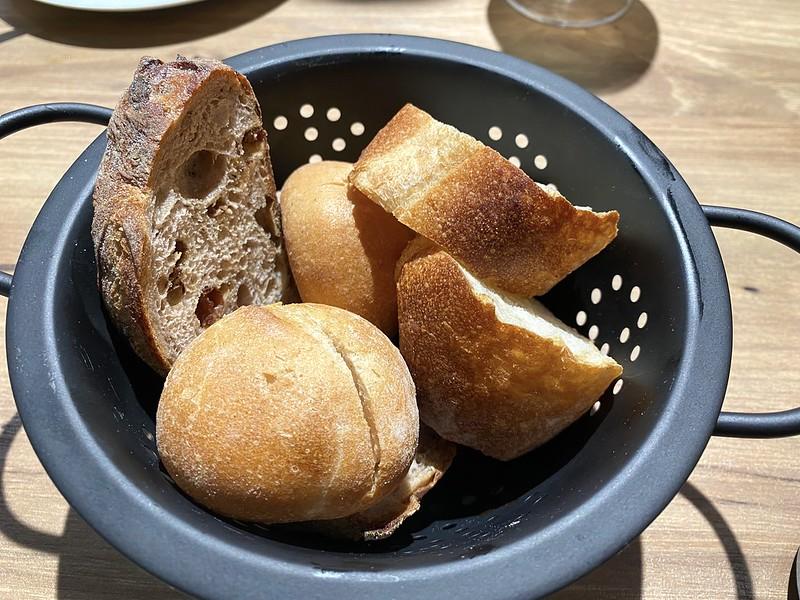 かご盛りパン