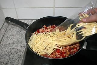20 - Add potato dumplings / Schupfnudeln hinzufügen