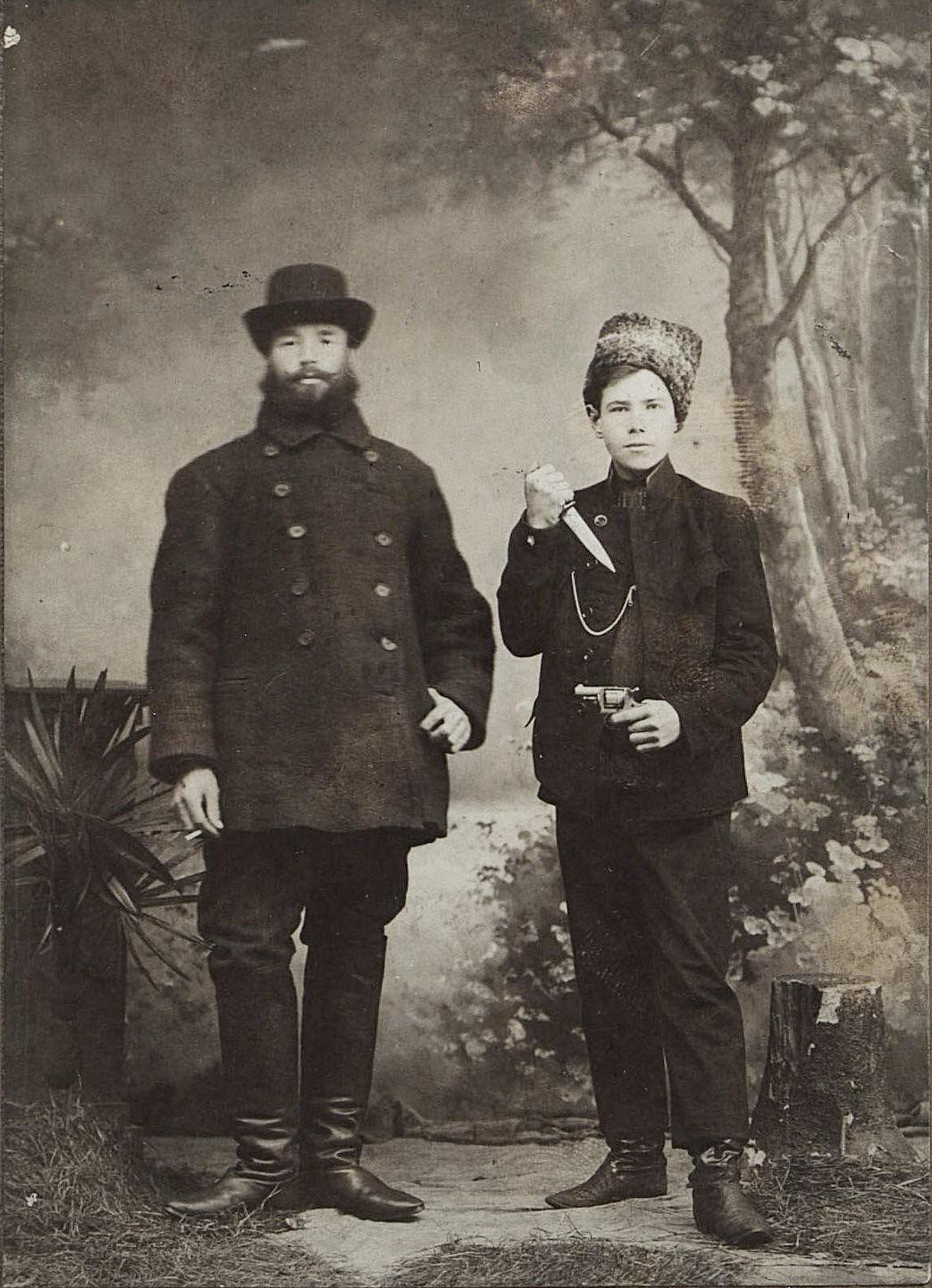 Поликарпов Филипп Романович, золотоискатель, и сын его квартирных хозяев