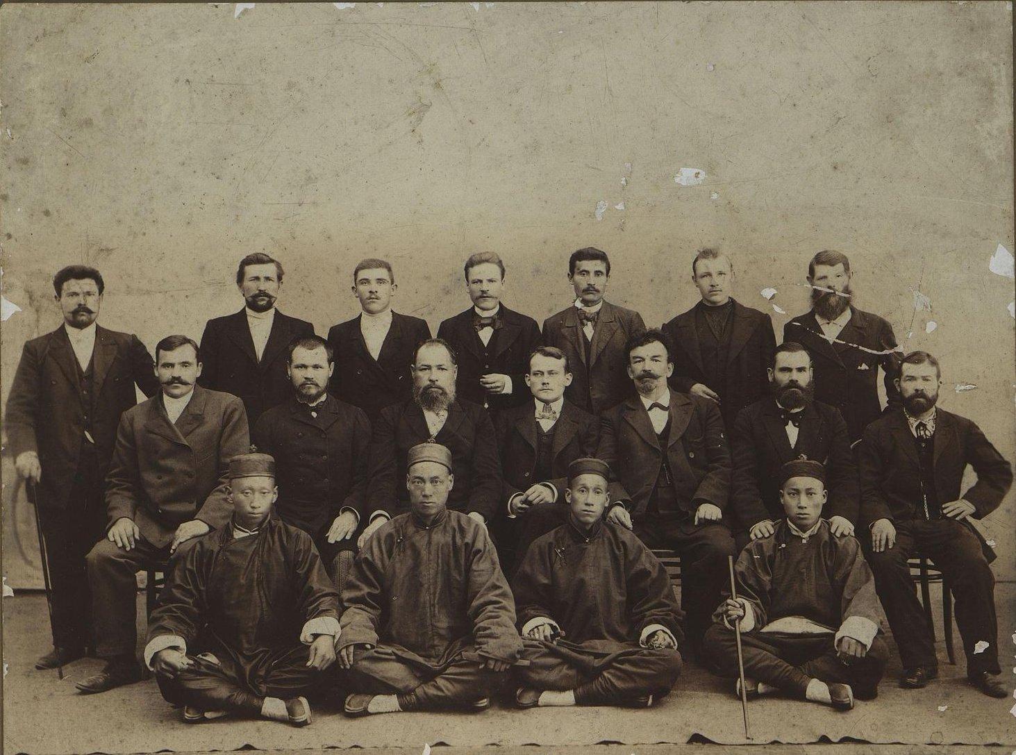 Администрация и мастера завода Шадрина. 1909