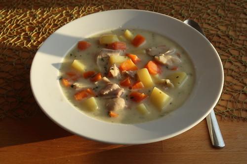Heller Hühnchen-Kartoffel-Möhren-Eintopf