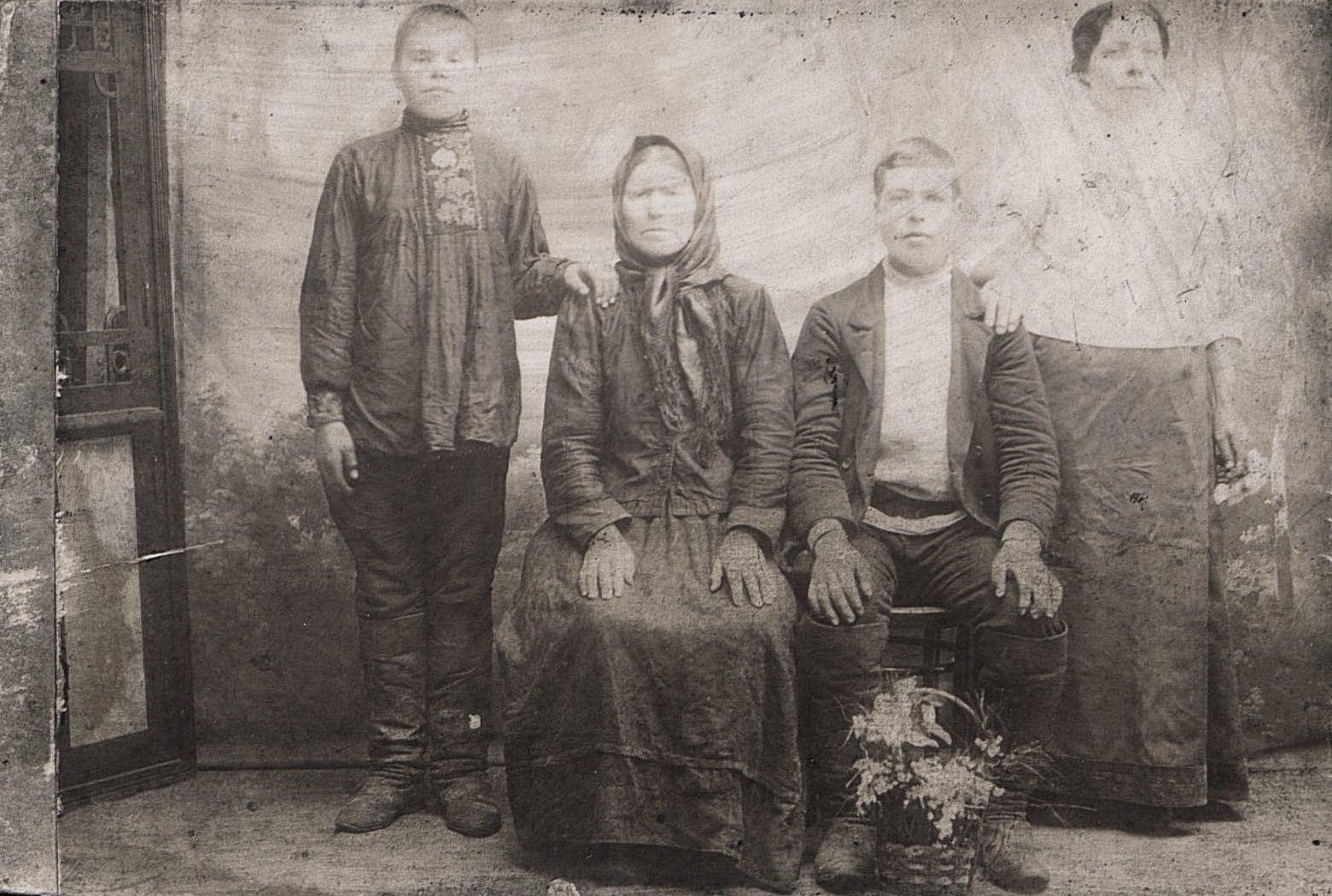 Семья Титаренко. 1916