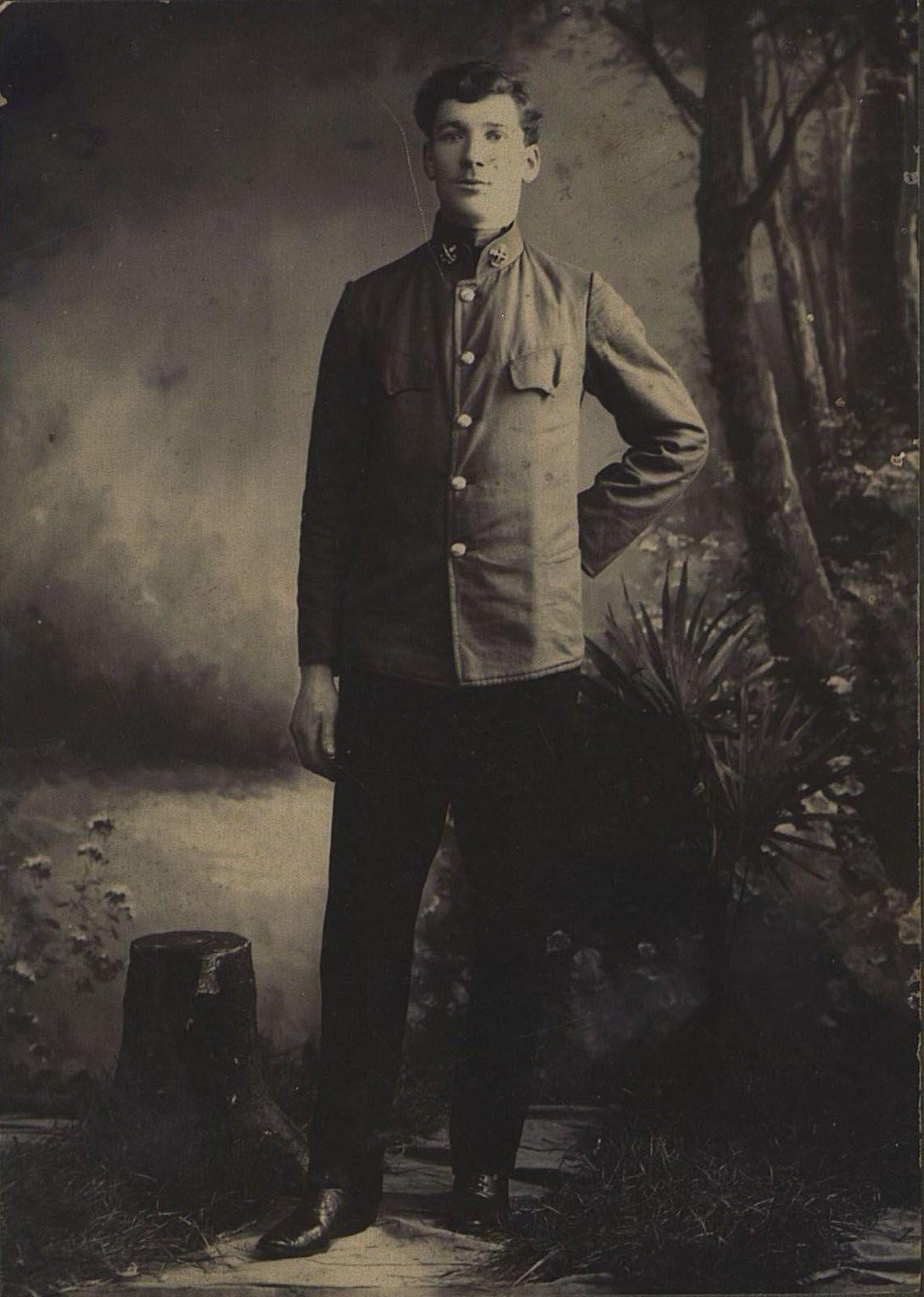 Пляшкевич Антон Фомич, помощник машиниста парохода «Меркурий» пароходства И.А. Опарина. 1913