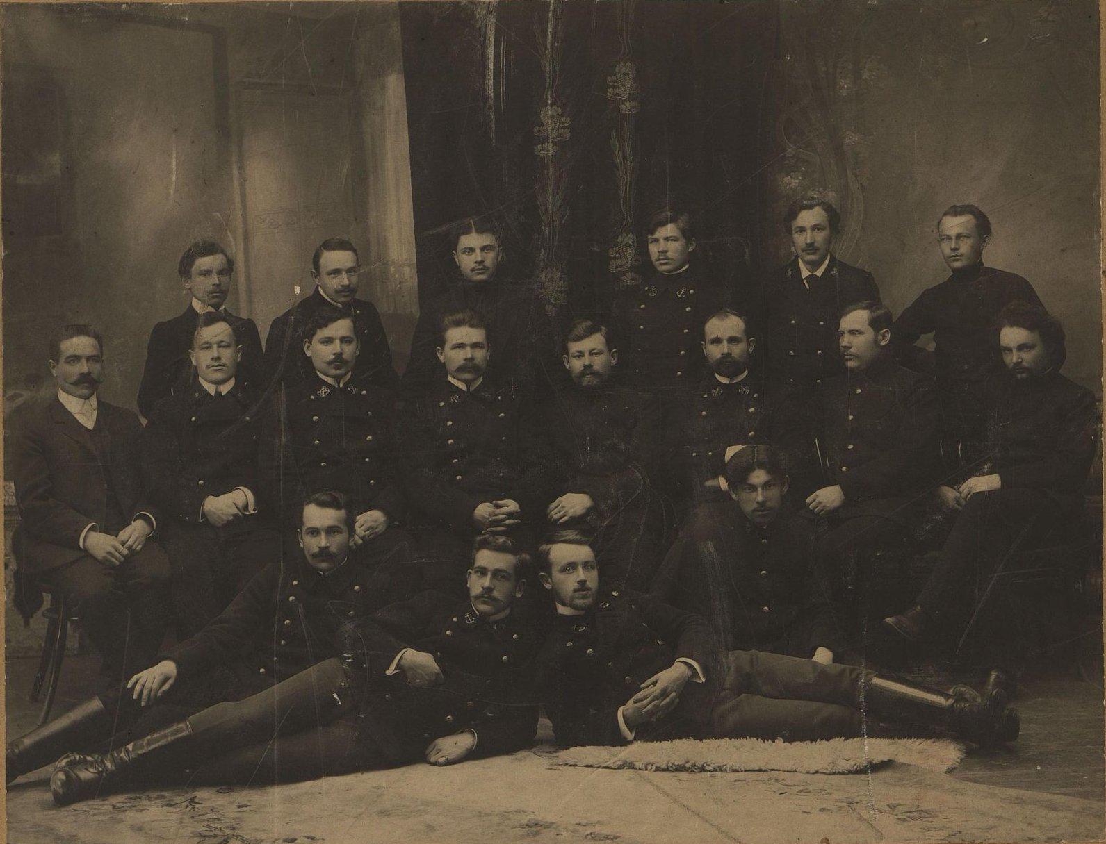 Выпускники Благовещенского речного училища. 1911