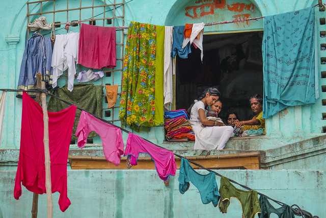 Drying laundries