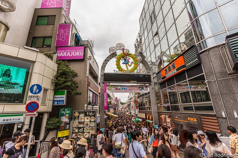 Entrada a la calle Takeshita desde la zona de la antigua estación