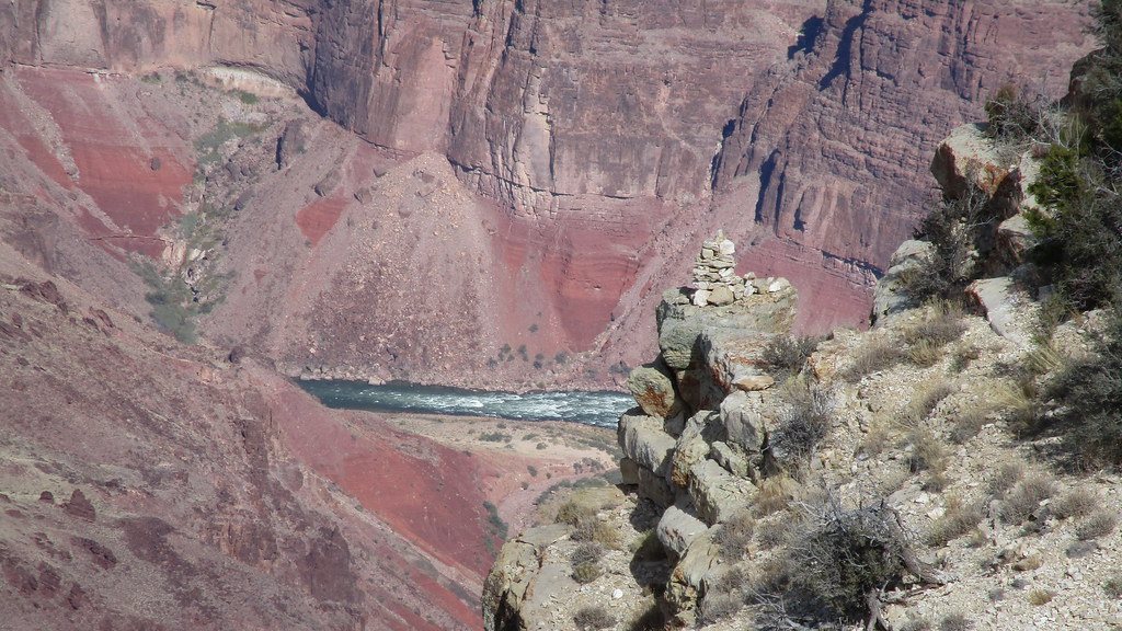 Arizona - Grand Canyon: Hance-Rapids from Moran Point - these rapids are notorious for being some of the largest and most difficult on the Colorado River, with more than 9 meters of drop over rocks; which is hard to guess from a distance.