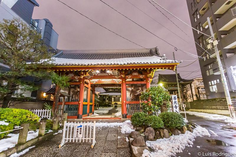 Puerta de entrada al templo Zenkoji de Omotesando