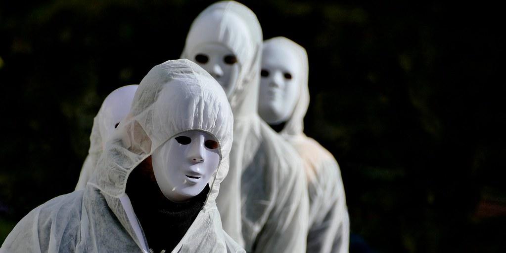 Bagnères-de-Bigorre (Hautes-Pyrénées, Occitanie, Fr). - Les masques blancs