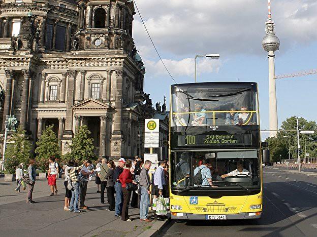 Bus100_Berlin_dpa